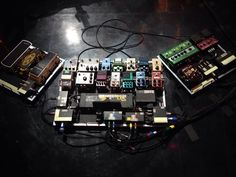 Prince's Guitar Pedalboard Setup on Arsenio Hall Show!! Wicked!!! pic.twitter.com/JyzmeMbOul