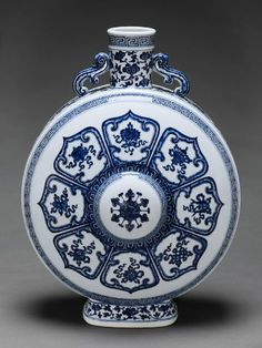 Moon Flask with Decoration of the Eight Buddhist Treasures (Babao) within Stylized Lotus Petals, Chinese, Qing dynasty, Qianlong period, 1736-95, Harvard Art Museums/Arthur M. Sackler Museum.