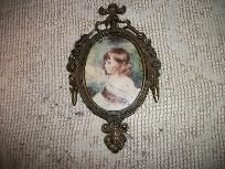 VINTAGE SMALL GIRL PORTRAIT PRINT UNDER GLASS FANCY BRASS FRAME MADE IN ITALY STAMPED. MEASURES 6.5 INCH TALL BY 4 INCH WIDE.