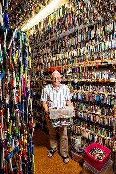 Verzamelaar Alex Cornelissen (81) heeft bijna 100.000 pennen | Woerden | AD.nl Printers Drawer, Interior Design Boards, Toy Display, Book Organization, Industrial Shelving, Beautiful Color Combinations, Displaying Collections, Old Toys, Toy Store