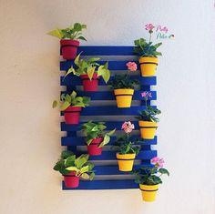 23 Clever DIY Christmas Decoration Ideas By Crafty Panda Small Balcony Decor, Balcony Design, Garden Design, Palette Garden Furniture, Outdoor Garden Furniture, Outdoor Decor, Diy Home Crafts, Garden Crafts, Garden Projects