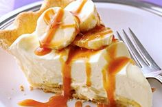 Bananas Foster Pie -- Turn a favorite fruit dessert into a pretty pie made fast with banana-flavored pudding and refrigerated pie crust. Banana Pudding Pies, Banana Pie, Banana Cream, Just Desserts, Delicious Desserts, Yummy Food, Banana Foster Pie Recipe, Pie Recipes, Dessert Recipes