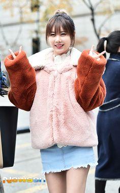 티아라 큐리 '팬 들 향해 기습 쌍브이'