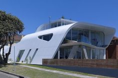 If I can't have a box shaped house then I will settle for something like this. I know, I know Jules - curves cost!