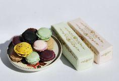 Macaron tutorial by Miniature artist Christel Jensen