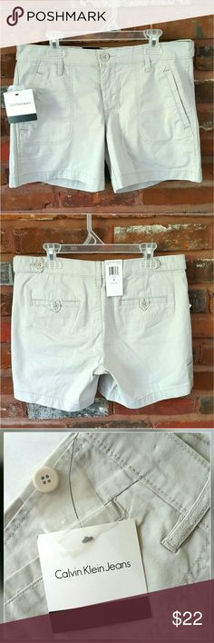 """Calvin Klein Jeans Women's Gray Short Size 2 NWT Women's Casual Gray Shorts from Calvin Klein Jeans Size 2. These are sold out everywhere. Super comfy and versatile. Made with 98% cotton and 2% elastane.   ℹ Fits waist 30""""-31"""" ℹ Outseam length 12.5"""" Calvin Klein Jeans Shorts"""