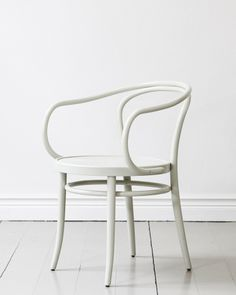 TON Chair No 30 Wienerstuhl | Artilleriet | Inredning Göteborg Ton Chair, Wishbone Chair, White Walls, Furnitures, Dining Chairs, Objects, Tables, Future, House