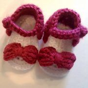 Really cute crocheted baby sandals for summer