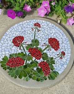 Glass mosaic art - 20 Beautiful Ideas With Garden Mosaics – Glass mosaic art Mosaic Birdbath, Mosaic Garden Art, Mosaic Tile Art, Mosaic Flower Pots, Mosaic Pots, Mosaic Artwork, Pebble Mosaic, Mosaic Crafts, Mosaic Projects
