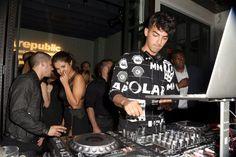 Pin for Later: Die Stars ließen so richtig los bei den Aftershow Partys der MTV VMAs Nick Jonas, Selena Gomez und Joe Jonas