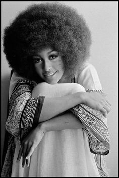 Marsha Hunt, a dazzling model, singer and writer. She struck oil with her wild and free afro and her gentle smile in the late She became iconic for her huge Afro hairstyle (which graced the cover of Vogue) and love of floaty, bohemian dresses. American Women, Black Girl Magic, Black Girls, Curly Hair Styles, Natural Hair Styles, Afro Textured Hair, Pin Up, My Black Is Beautiful, Beautiful Images