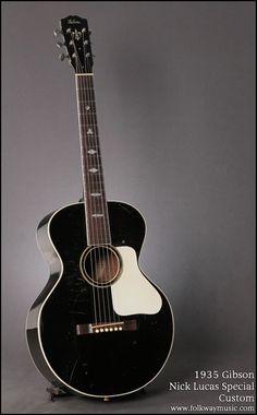 Gibson Nick Lucas Special Custom (1935) : A rare all black Nick Lucas model.