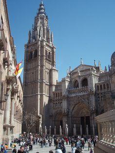 El Catedral de Toledo es una reflexión  del estilo gótico. Mucha gente y autoridades de arquitectura piensan que esta catedral es uno de los tres obras maestras del periodo gótico. La construcción comenzó en 1226 y terminó en 1493.