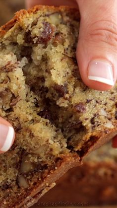 Banana Bread- Banana Bread This Banana Bread Recipe is loaded with ripe bananas, tangy raisins and walnuts making it a banana nut bread. The best way to use up ripe bananas! This banana bread is super moist, easy and is wonderful for breakfast. Banana Bread Recipe Video, Easy Banana Bread, Banana Bread Recipes, Easy Bread, Super Moist Banana Bread, Banana Walnut Bread Moist, Moist Date Cake Recipe, Best Banana Cake Recipe Moist, Banana Bread Recipe Pioneer Woman