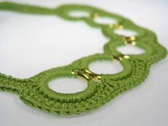Halsbänder & Choker - 2 in 1 gehäkelte Kette apfelgrün - ein Designerstück von www.schmuckkistl.de bei DaWanda