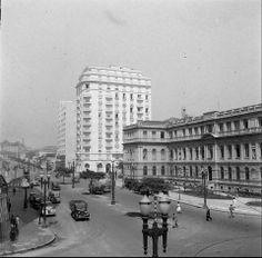 1940 - Avenida Ipiranga. A direita na foto vê-se o Instituto de Educação Caetano de Campos. Adiante a avenida Ipiranga segue em direção à rua da Consolação.