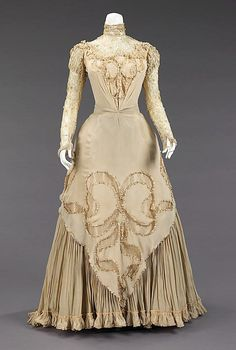 INSPIRING 1890's LADIES CLOTHING