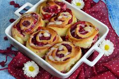 Rulouri cu zmeura - CAIETUL CU RETETE Easter Recipes, Dessert Recipes, Romanian Food, French Toast, Deserts, Food And Drink, Cookies, Breakfast, Food Cakes