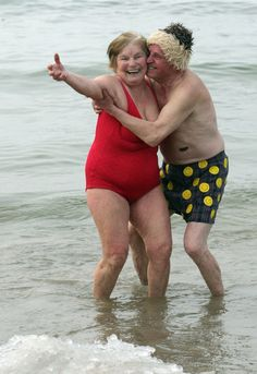 happy-photos ~ Older Couple Having Fun Elderly Couples, Old Couples, Cute Couples, Beautiful Smile, Beautiful People, Vieux Couples, Illustration Photo, Grow Old With Me, Saint Yves