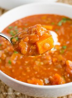 Slimming Eats Spicy Tomato and Lentil Soup - gluten free, dairy free, vegetarian, Slimming World and Weight Watchers friendly (Soup Recipes Slimming World) Slimming Eats, Slimming World Recipes, Veggie Recipes, Cooking Recipes, Healthy Recipes, Cooking Ideas, Potato Recipes, Healthy Soup, Healthy Eating
