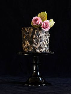 You'll love looking at these beautiful wedding cakes from Lina Veber Cake. Black Wedding Cakes, Beautiful Wedding Cakes, Gorgeous Cakes, Pretty Cakes, Amazing Cakes, Cake Wedding, Fruit Wedding, Wedding Scene, Wedding Ceremony