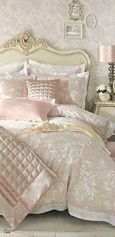 French Shabby Chic Bedding Inspiration | http://diyready.com/12-diy-shabby-chic-bedding-ideas/