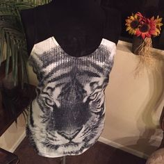 Sequence Tank Top Size Small Small, very cute looks great with leggings Tops Tank Tops