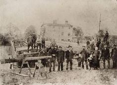 Werftarbeiter auf der Malzer Werft um 1900
