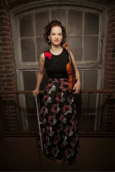 Curtis-taught violinist Hilary Hahn brings to town her prized 1864 Vuillaume to perform with the Philadelphia Orchestra. Janine Jansen, Jascha Heifetz, Orchestra, How To Look Pretty, Homecoming, Muse, Female, Lady, Senior Pics