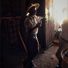 Don Oscar being illuminated by la Pilo a.k.a. @singleferments