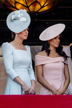 2018 New Kate Middleton Princess Dress Fashion Solid Square Collar Pleated Dresses >> Click picture for details << Prince Harry And Megan, Prince William And Catherine, Kate Middleton Dress, Kate Middleton Style, Duke And Duchess, Duchess Of Cambridge, Prinz Harry Meghan Markle, George Et Charlotte, Trooping Of The Colour