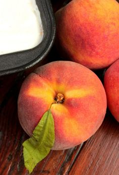 Fresh peaches make the best ice cream! This recipes is FANTASTIC because you don't even need an ice cream machine! Peach Ice Cream Recipe, Sorbet Ice Cream, Best Ice Cream, Homemade Ice Cream, Ice Cream Recipes, Ice Cream Desserts, Frozen Desserts, Frozen Treats, Peach Dish