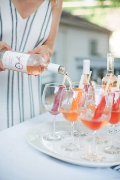 This Rosé Popsicle Cocktail is not only the easiest and prettiest drink of the summer, it takes two seconds to make and only two ingredients! Champagne Popsicles, Cocktails Champagne, Cocktail Drinks, Cocktail Recipes, Alcoholic Drinks, Beverages, Champagne Bar, Cocktail Ideas, Cocktail Parties