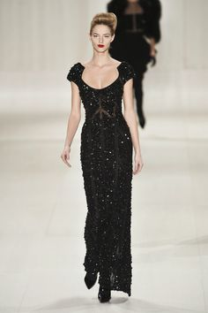 I like the designer elie saab and his collections. The dress is so beautiful and amazing.