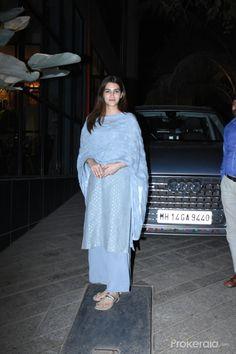 Pakistani Fashion Casual, Indian Fashion Dresses, Indian Outfits, Celebrity Casual Outfits, Casual Fall Outfits, Bollywood Girls, Bollywood Fashion, Bollywood Celebrities, Bollywood Actress
