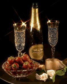 CHAMPAGNE And STRAWBERRIES ♚★Enchanted Evening♚★ ( before dropping a Strawberry in your glass, poke several small holes in it. By the time you've finished your drink, the Strawberry has soaked up the Champagne and TASTES AMAZING! Champagne Moet, Champagne Glasses, Strawberry Champagne, New Years Eve Party, Wines, Photos, Pictures, Alcohol, Happy Birthday