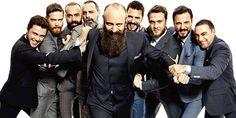 """Kanuni Sultan Süleyman'ı canlandıran Halit Ergenç'in sakalına bakıp, """"Hayat nasıl da su gibi akıp geçiyor"""" şeklinde düşünmekten alamıyor insan kendini. Maslak'taki stüdyoda dizi setini andıran bir kalabalık var. GQ Türkiye ve fotoğraf ekibini, dizinin eril kadrosuna yani Halit Ergenç, Mehmet Günsür, Ozan Güven, Serkan Altunorak, Sarp Akkaya, Aras Bulut İynemli, Engin Öztürk, Tolga Sarıtaş ve Selim Bayraktar'dan oluşan dokuz kişilik gruba katın, kalabalığı oradan hesap edin."""
