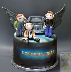 Supernatural Cake I am so disappointed in this cake. I messed up on the wings and I was so exhausted that I did not even notice until days. Bolo Supernatural, Supernatural Birthday Cake, Supernatural Drawings, Fancy Cakes, Cute Cakes, Sweet 16 Birthday, Love Cake, Novelty Cakes, Supernatural