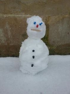 """Susan the Shire Hall snowman/woman Snowman, Anna, Twitter, Outdoor Decor, Home Decor, Decoration Home, Room Decor, Snowmen, Home Interior Design"