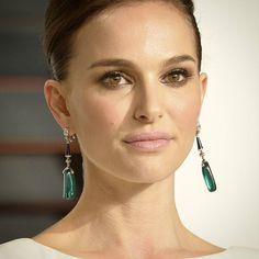 #recap2015  #NataliePortman with @cartier #vintage #earrings in @vanityfair party post #oscars #emeralds #diamonds #onyx  __________  #Resumen2015 Natalie #Portman con #pendientes vintage de #cartier en la fiesta del #VanityFair después de los #oscars2015 #esmeraldas #diamantes #onix  __________  #DeJoyaEnJoya #FromJewelToJewel #RedCarpet #hollywood #celebrity #InstaJewels #style #fashion #icon #dior #VintageJewelry #ArtDeco #luxury