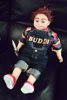 """How to Make a Chucky Doll From """"Child's Play"""" for Halloween. Learn how to make a Buddi doll for your Halloween yard display this year. It is based on the character Chucky from the horror movie """"Child's Play"""" (2019). I've included step-by-step instructions with photos so you can follow along and make your own. Halloween Yard Displays, Halloween Diy, Halloween Decorations, Halloween Costumes, Orange Fabric, Blue Fabric, Scary Eyes, Denim Dungarees, Chucky"""