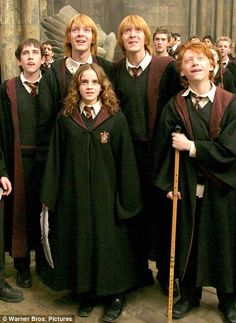 gif ron weasley rupert grint ginny weasley bonnie wright harry potter Daniel Radcliffe gifs Hermione Granger Emma Watson fred weasley george weasley oliver phelps james phelps hpedit new gif era Quidditch world Cup haven't done a gif in a while okay Harry Potter Netflix, Harry Potter Cast, Harry Potter Love, Harry Potter Characters, Harry Potter Universal, Harry Potter World, Harry Potter Memes, Harry Potter Children, Lily Potter