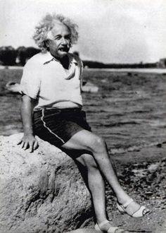 Albert Einstein y sus sandalias