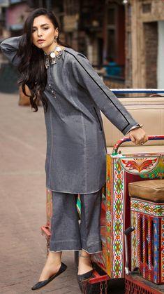 Stylish Dresses For Girls, Stylish Clothes For Women, Stylish Dress Designs, Simple Dresses, Pakistani Fashion Party Wear, Pakistani Dresses Casual, Pakistani Dress Design, New Designer Dresses, Indian Designer Outfits