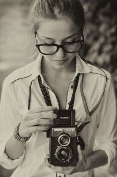 would love to do this for my self portrait. i have the camera and the uber nerd glasses.