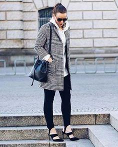 #modacomglamour Sucesso nos anos 80 a calça fusô está de volta! A peça polêmica brilhou nos desfiles da última temporada de grandes maisons como Nina Ricci Versace Balenciaga e Marni -- e agora migra para o streestyle. Vem aprender como adotar essa tendência lá no nosso site ou clicando no link da bio.#regram @styleappetite  via GLAMOUR BRASIL MAGAZINE OFFICIAL INSTAGRAM - Celebrity  Fashion  Haute Couture  Advertising  Culture  Beauty  Editorial Photography  Magazine Covers  Supermodels…