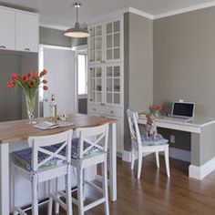 kitchen counter and built in desk - something like this would be great if there is room for it in the kitchen plans.