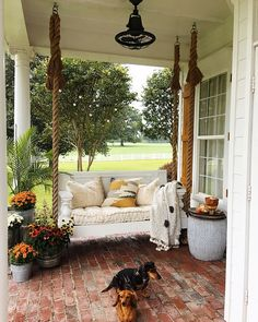 Ideas farmhouse porch swing fixer upper for 2019 Farmhouse Paint Colors Interior, Diy Porch, Porch Swing, Farmhouse Chic Living Room, Fall Outdoor Decor, Farmhouse Porch, Porch, Porch Decorating, Front Porch Seating