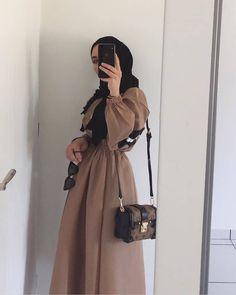 🍂 Source by aaayyyllliiinnn - Modern Hijab Fashion, Hijab Fashion Inspiration, Abaya Fashion, Muslim Fashion, Modest Fashion, Fashion Dresses, Fashion Fashion, Casual Hijab Outfit, Hijab Chic