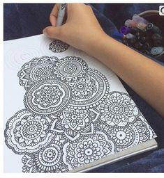 Doodle Art Drawing, Zentangle Drawings, Mandala Drawing, Cool Art Drawings, Pencil Art Drawings, Art Drawings Sketches, Mandala Doodle, Mandala Art Lesson, Mandala Artwork